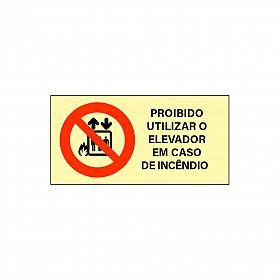 Placa fotoluminescente proibido utilizar elevador em caso de incêndio de PVC 57 x 11,4cm